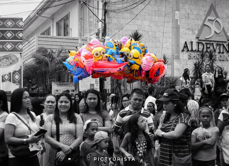 """Lobo ng Kulay"" A quick snap of spectators during the Pamulak sa Kadayawan 2018. Fujifilm XT100 7artisans Randomphotos Composition Hobbyistphotographer Ndfiltered Philippines Landscapephotography Fuji Photographer Newbie Streetphotographyworldwide Lensculture Street_focus_on Streetphotography Streets_storytelling Streetsleaks Streetclassics Streetphotographycommunit Kadayawan2018 DavaoCity Kadayawansadavao Young Women Cheerful Women Motion Party - Social Event Festival Goer"