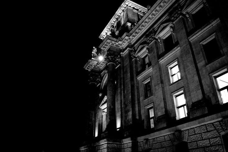 Era una splendida notte. Travel Traveling Berlin Berlino Dark Night Light City Illuminated Pixelated Sky Architecture Building Exterior Built Structure Office Building Building Black Background