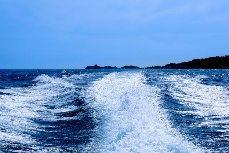 Sea waves in