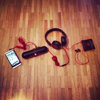 "Going ""beatstrem"". :-) Sharing is caring! ;-) #beatsbydre #beatspill #pill #beatsmixr #mixr #beats BEATS Beatsbydre Pill Mixr Beatspill Beatsmixr"