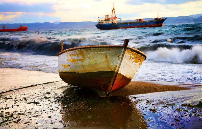 Boats⛵️ Boats Deniz Kayık Kontrast Sea Water