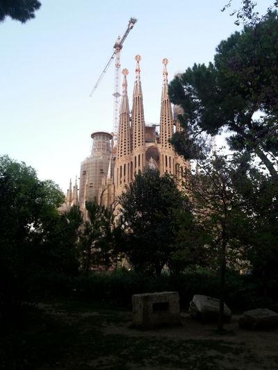 Taking Photos Hello World Sagrada Familia Barcelona España Catalunyaexperiencie Barcelona Travel Streetphotography Catalunya Travel Photography España Gaudi #barcelona Gaudi