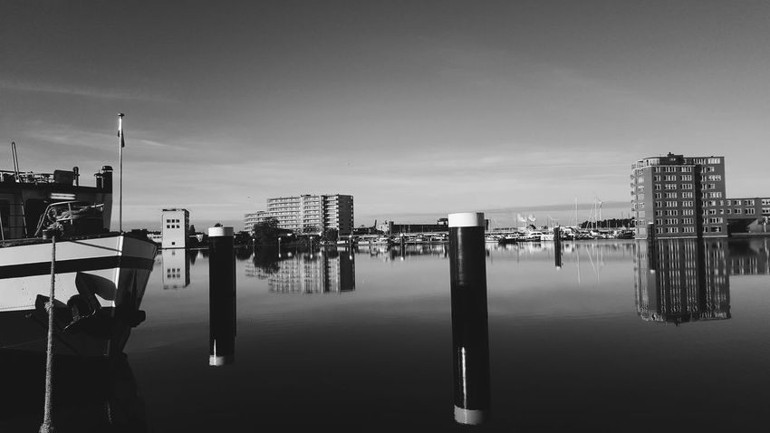 Chillout Bw Water Black And White Amateurphotography Outdoors No People Day Sky Gondola - Traditional Boat Architecture Wooden Post Nederland Samsung Zaandam Hollland VSCO Galaxys6 Beauty In Nature Cloud - Sky Amateur Photography EyeEmNewHere