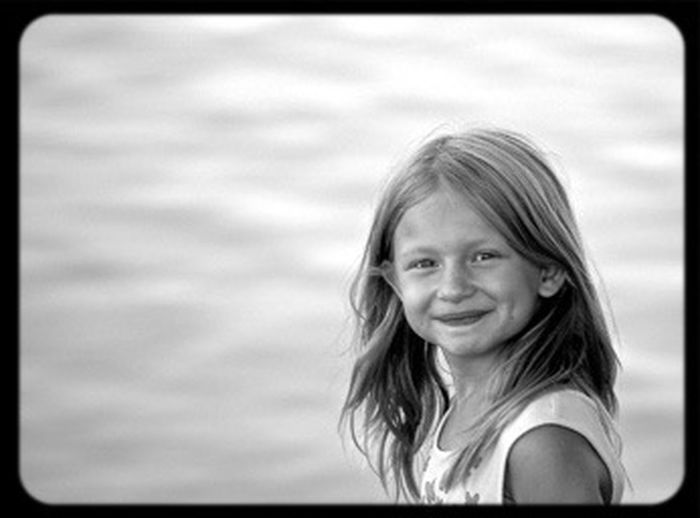 My daughter gives you a big smile! Portrait Monochrome