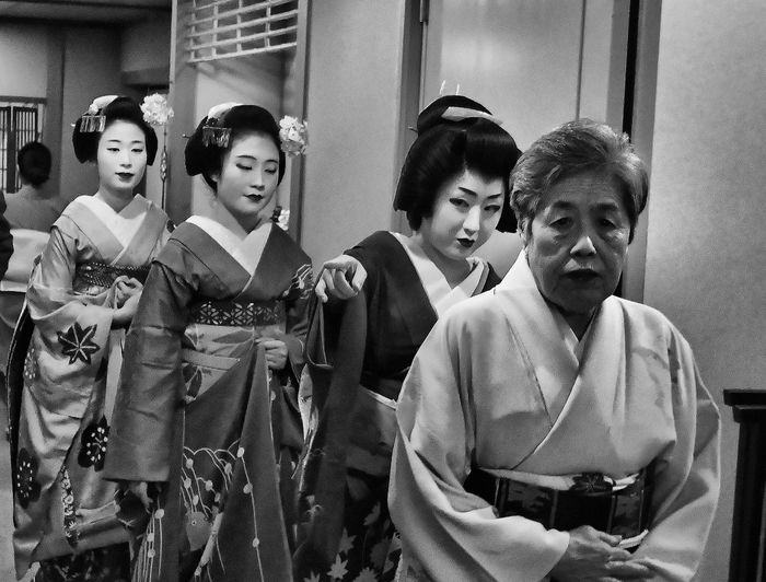 Kimono Traditional Clothing Real People Beauty Japan Black And White People Kyoto Maiko Traditional Clothing Adults Only