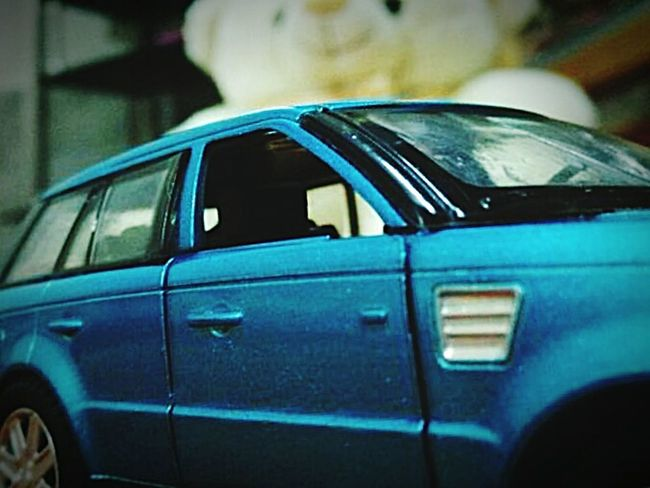 Close-up Range Rover Sport Teddy Bear 🐻