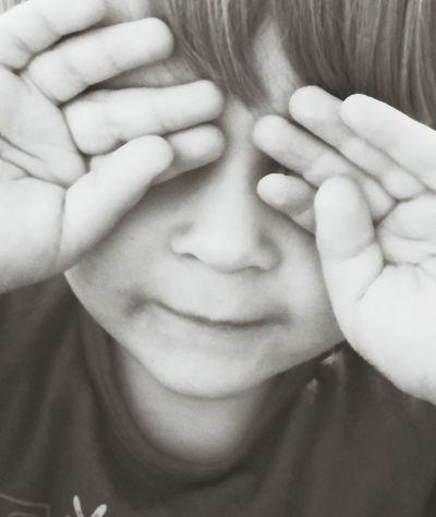 Keiner sieht mich Darling Verstecken Spielen Peoplephotography EyeEm Best Shots - Black + White