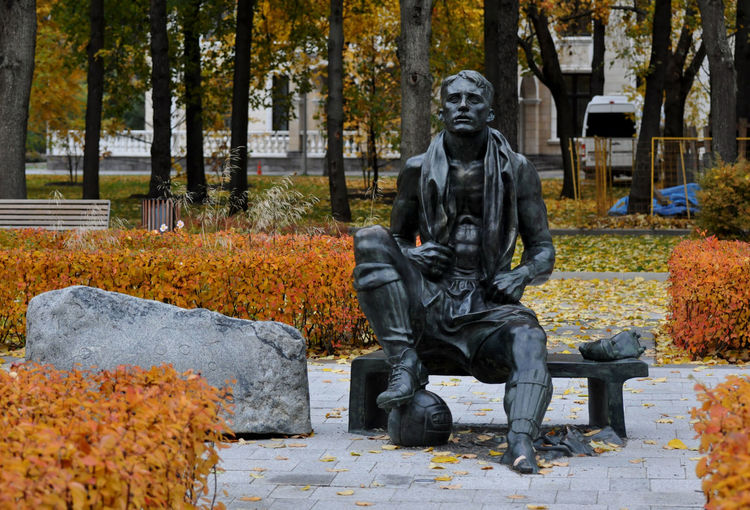 Sculpture Statue Representation Male Likeness Day Autumn Architecture Creativity Full Length People Memorial Park Sitting Outdoors Nikolay Starostin Russian Footballer Player Moscow Luzhniki Stadium Statue Monument Hall Of Fame Alley Of Fame