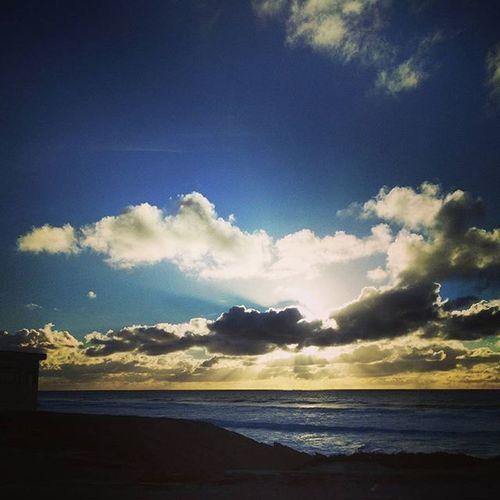Behappyandsmile Saturdayafternoon  Shootingtheglobe Ourplanetdaily OceanLovers Heaveninpeace Bluesky Blue Sky Photographyoftheday P3 Landscape Cascaislovers Portugaldenorteasul Guincho