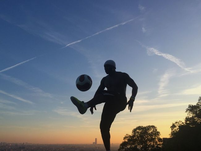 Football Artist in front of an amazing Background Sunset_collection Bonjour Paris