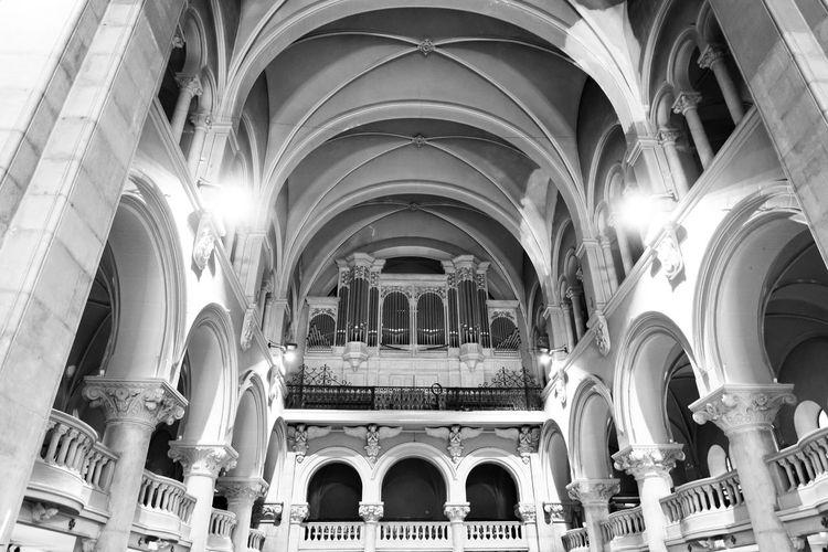 L'orgue de l'église Notre Dame de bon voyage à Cannes. Church Arcade Arch Arched Architectural Column Architecture Architecture And Art Belief Believe In God Ceiling Churches Gothic Style History Orgue Orgues Ornate Religion Spirituality The Past
