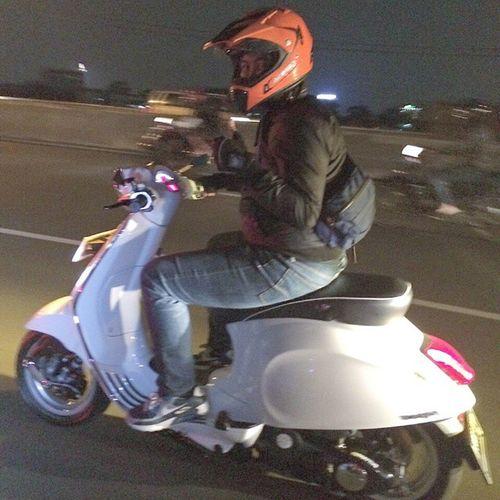 Upec. Vespa Vespajakarta Vespalx Vespas Vespasprint VespaPrimavera Vespagts Vespaet Vespagram Vespacam Bandung Bridge Pasupati Riding Cucoeym