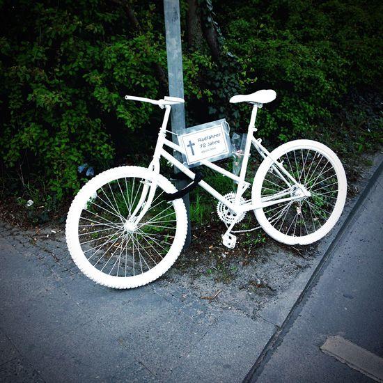 Rip Bycicle Walking Around Berlin Fahrrad