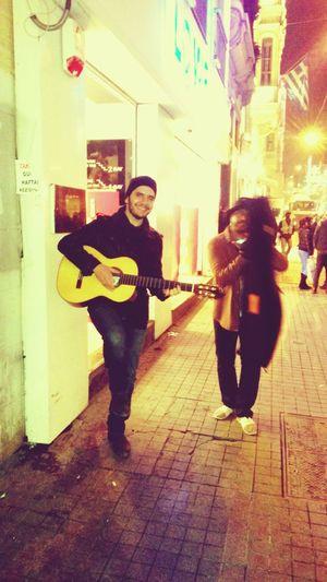 Gesi Baglari Afrikali Dost Muzik Sokakta Istiklalde Muzik