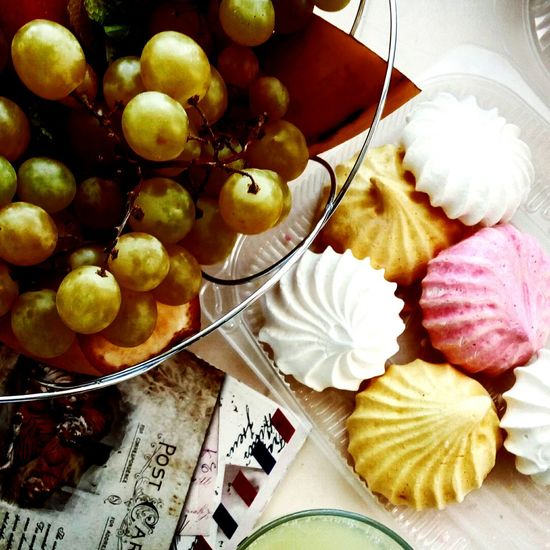 Food It Is Tasty Fruits Colorful Grapes Grapes Nature Photography Cookies Biscuits Macaroons Macaroon Yummy!