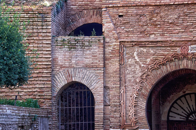 La Alhambra Arch Architecture Built Structure Wall Building Exterior Brick Wall Brick No People Day The Past History Building Old Entrance Window Wall - Building Feature Outdoors Door Gate Travel Destinations Arched Arabic Architecture