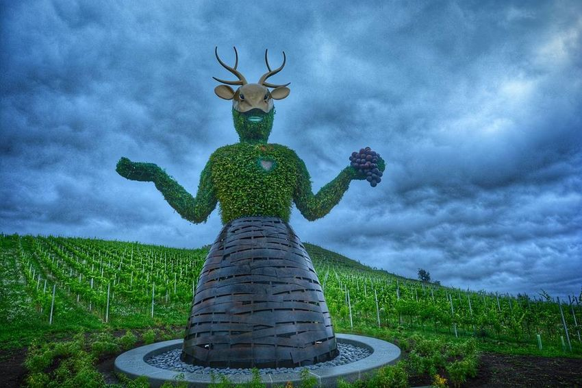 Green Color Cloud - Sky Statue Outdoors Sculpture No People Day Nature Peacock Grass Sky Nikon D7100 Kärnten Austria ❤ Kärnten / Österreich Nikonphotography Dramatic Sky Cloudy Artoftheday Künstler Andreheller Landscape Beauty In Nature Your Ticket To Europe Vacations Mix Yourself A Good Time The Week On EyeEm EyeEmNewHere