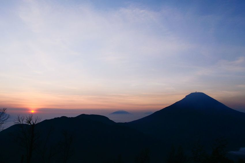Mount of Sikunir. Travel Destinations Travel Cloud - Sky Mountain No People Sky Day Outdoors INDONESIA Landscape_Collection Landscaper Landscapephotography Sunrise Beauty In Nature Nature Vacations Silhouette Beauty Landscape Photography Landscape_photography Landscape