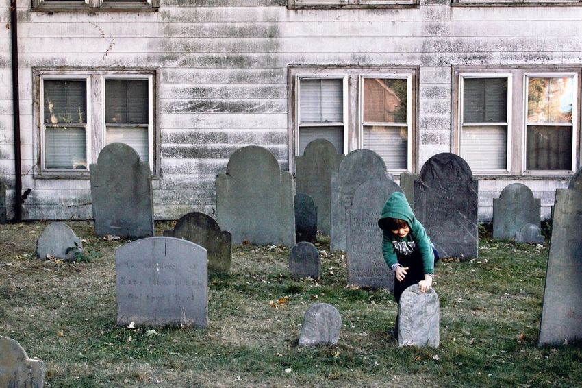 #Salem #Halloween #fun #olhallowseve #witch #witchcraft #wicca #wiccan #costumes #devil #devilsnight #mischief #massachusetts #newengland #clown #twilight #midnight #fullmoon #trips #vacation #roadtrip #enjoy #trickortreat #photoday #photooftheday #tbt #ellelitphoto #thisishalloween #cemetery #gloomy