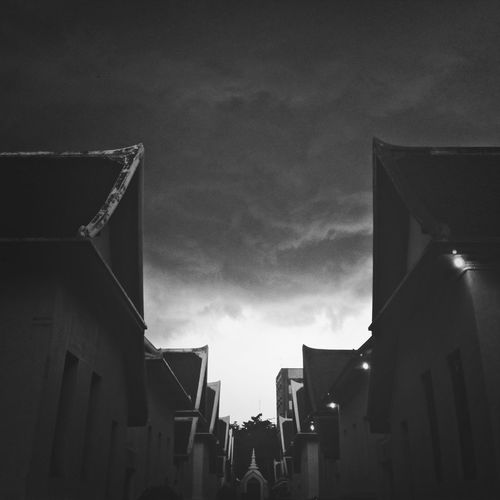 IPhoneography Black & White Pointperspective Clouds And Sky
