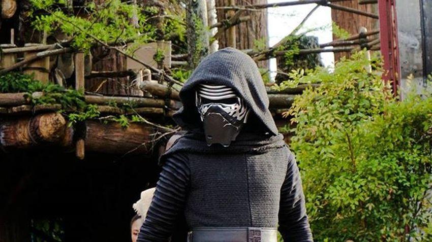 1/3 Starwars Starwarsepisode8 KyloRen Lightsabre Star Wars Disney Disneyhollywoodstudios Hollywoodstudios Sonya5000photography SonyA5000 Sonya6000 SonyA7s Sonya7sii