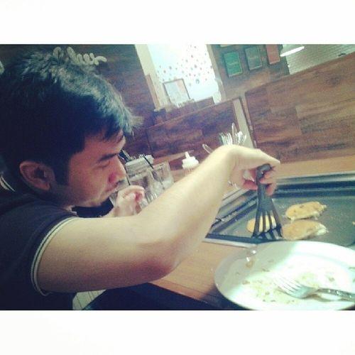 My perfect boyfriend trying to make his pancakes perfect. Haha. Happy monthsary @armelbonifacio :) iloveyou! Slappycakes One Monthsary
