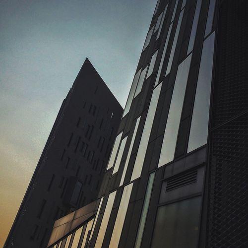 Sharp cutting AMPt - Street NEM Street AMPt - Vanishing Point NEM Submissions NEM Architecture