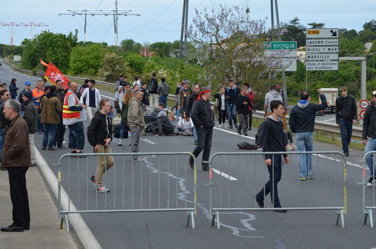 Lors de la manifestation du 19 mai 2016, la rocade de La Rochelle a été bloquée une bonne partie de la matinée par des salariés et des lycéens. Blocage French Labour Law La Rochelle Labour Law Loi Travail Manifestation Rocade Strike