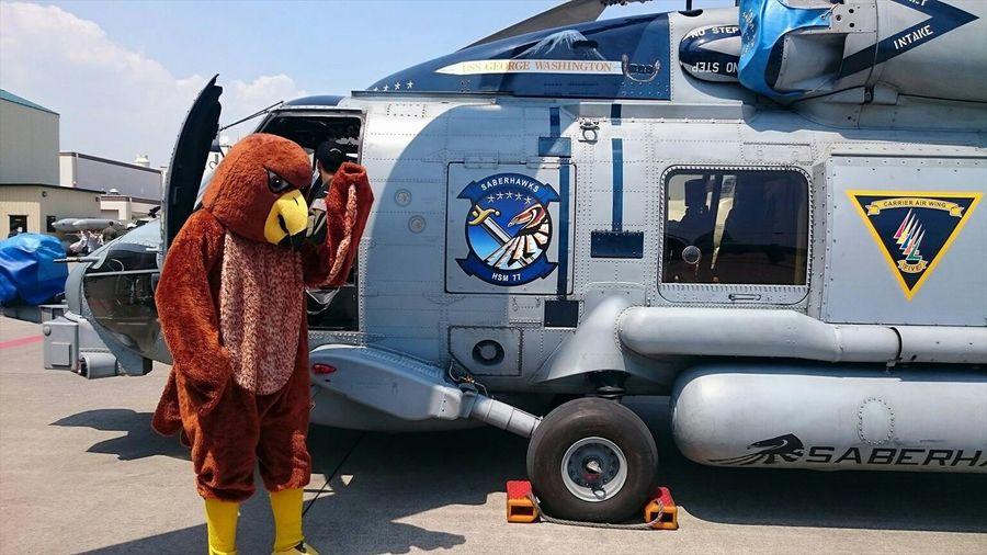 Hey guys lol NAF Atsugi Friendship festival 2015. 厚木基地日米親善春祭 Festival Military Usnavy JMSDF Japan CVW5 Helicopter Aircraft Costume