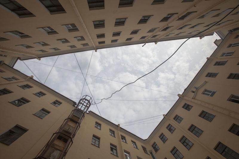 Backyard Saint Petersburg Architecture Built Structure Cable City Day No People Sky Дворы Питера Питерские дворы Питерский дворик кусочек неба небо