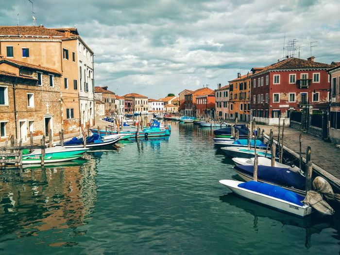 Canals as far as you can see Gondola - Traditional Boat Cultures Travel Destinations Canal Building Exterior City Architecture Travel Sky Gondolier Cloud - Sky Outdoors Multi Colored Water Venice View Venice, Italy Sunlight Harbour View Harbour Cityscape Cityscape Vacations Renaissance Day People
