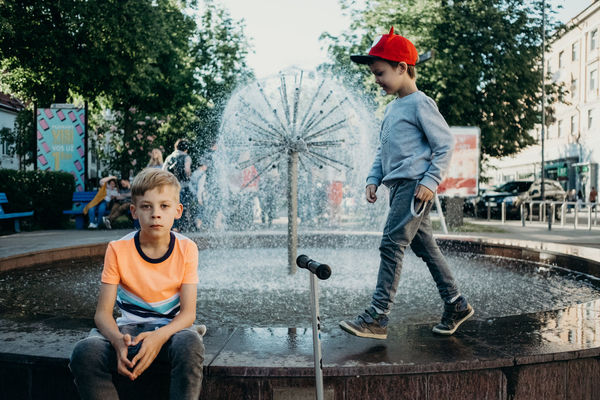 Architecture Boys Casual Clothing Child Childhood Day Family Hat Innocence Leisure Activity Males  Men Outdoors Real People Sitting Three Quarter Length Togetherness Tree Two People Water