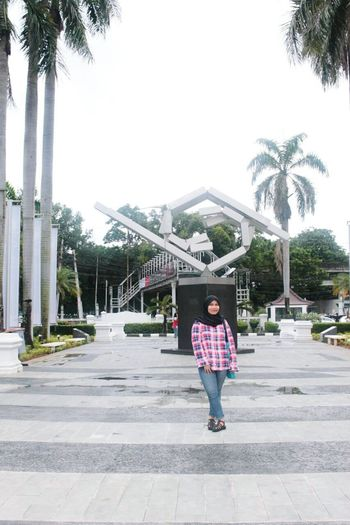 Ootdindo Ootd Art Exhibition Hijabers Photooftheday Check This Out Hello World Interior Design ??