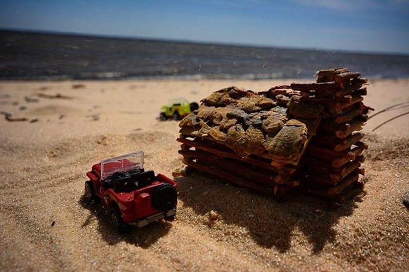 The beach house is always a nice quick getaway..Toyonlocation Toy_nerds Toyoutsiders HotWheels @hotwheelsofficial Hotwheelspics Matchbox Pensacola_toynerds Beach Florida Toycars _tyton_ Ata_dreadnoughts Toydiscovery Tinytoys Toysyndicate Toyartistry_and_beyond Toyartistry Toptoyphotos Toyphotography Capturedplastic Toycrewbuddies