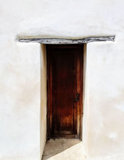 Minimalism Mission Door Architecture Built Structure Door Building Exterior No People Whitewashed Spainish Architecture, Spain Spanish Culture Missions Jesuit Catholic Place Catholicchurch Catholic Arcitecture The Week On EyeEm Ancient Civilization Architecture Mininalist Architecture Minimalism Photography Old Buildings Old Building