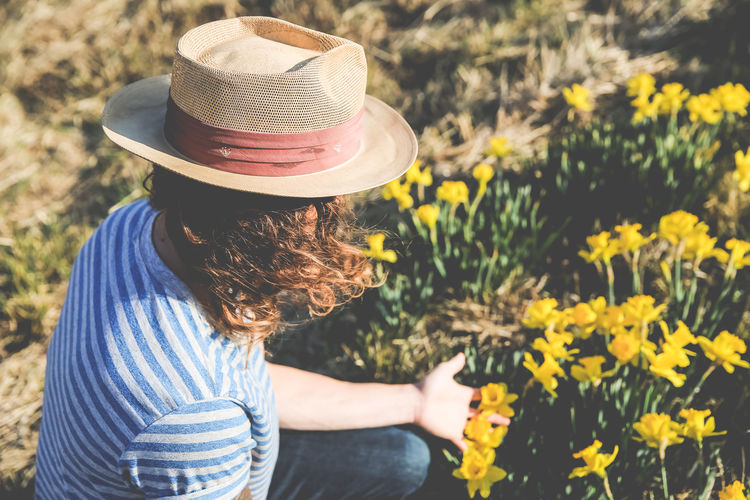 Flower Boy Carefree Casual Clothing Childhood Daffodils Daffodils Flowers Field Flower Flower Boy Focus On Foreground Freedom Freshness Happiness Holding Leisure Activity Lifestyles Man Person Rear View Showcase March Spring Day Three Quarter Length Waist Up Yellow Young Adult Young Man