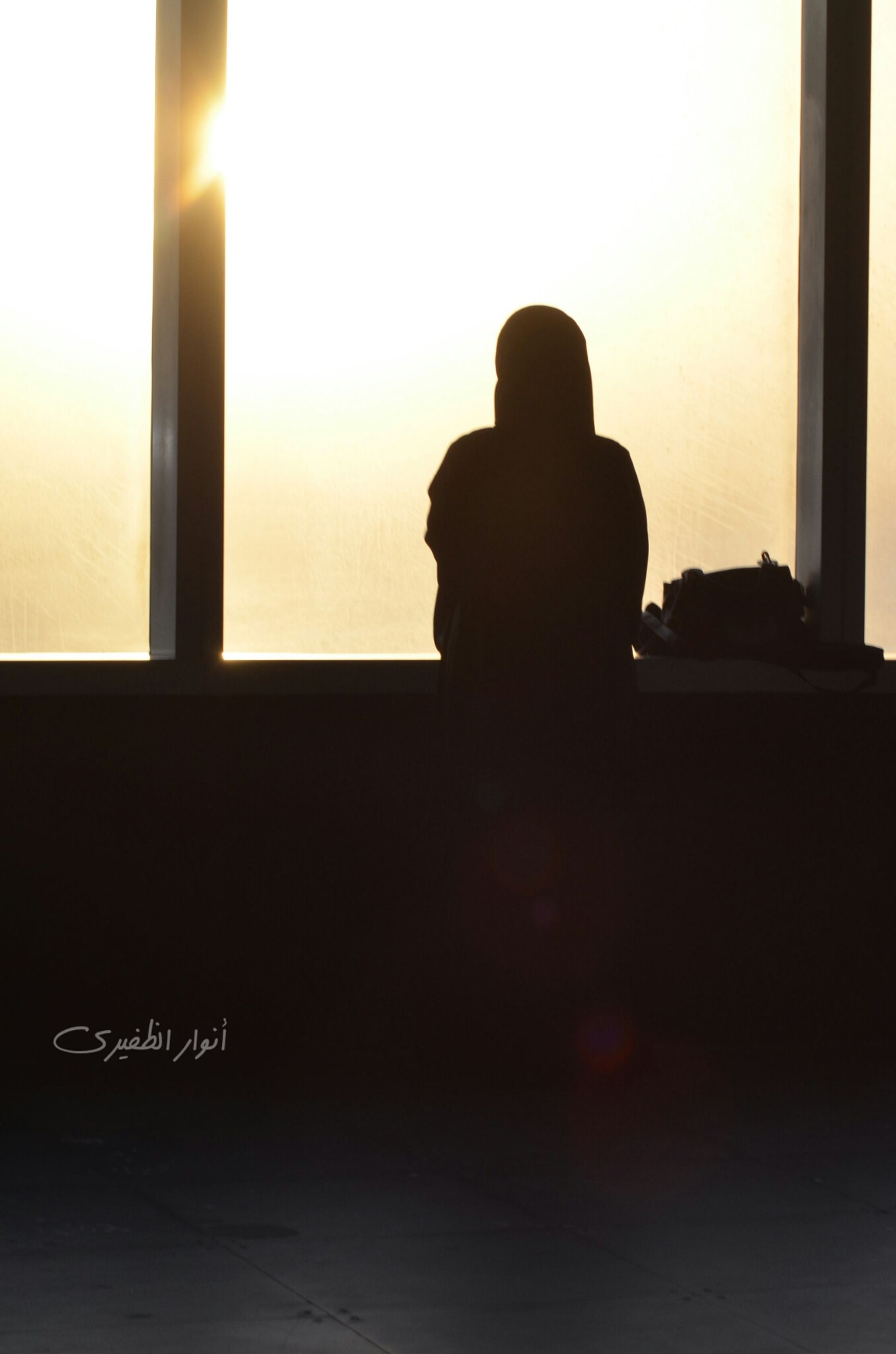 silhouette, sunset, indoors, men, sun, sitting, sky, lifestyles, rear view, copy space, sunlight, waist up, three quarter length, window, leisure activity, communication, relaxation, built structure