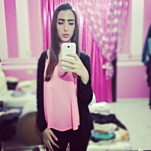 Pink Selfie Karakibwkellashiii ?