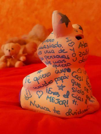 El mejor regalo del mundo😍 Red Cultures Indoors  Astrology Sign Figurine  No People Close-up Day Españoles Y Sus Fotos Streamzoofamily Symplicity