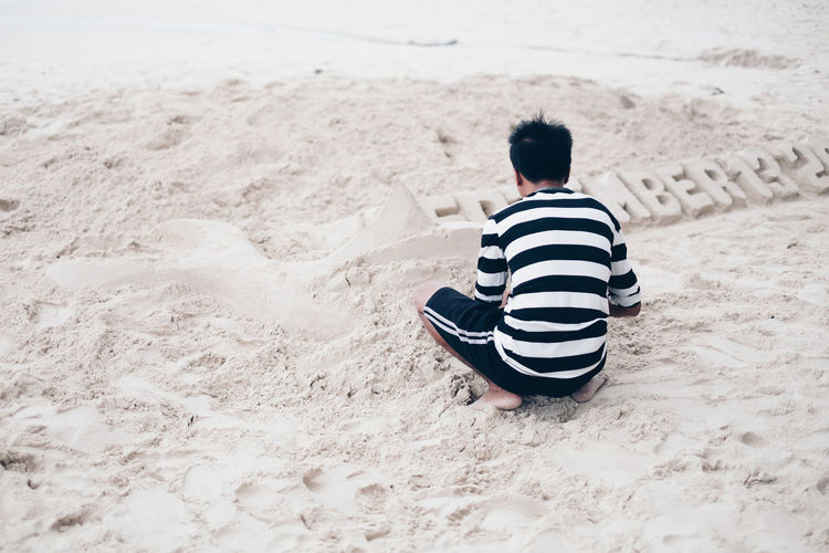 white sand Sand One Person Beach Rear View Real People Land Leisure Activity Lifestyles Full Length Sitting Childhood Casual Clothing Nature Child Striped Relaxation Men Boys Day Outdoors Innocence White Backgrounds Castle Playing Autumn Mood A New Perspective On Life Holiday Moments Moments Of Happiness It's About The Journey Redefining Menswear The Art Of Street Photography Exploring Fun