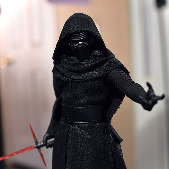 """You need a teacher, I can show you the ways of the Force.""... KyloRen Thedarkside TheForceAwakens TFA Starwars Hottoys Sideshowcollectibles Sideshowcollectors Toyphotography Actionfigurephotography Onesixthscale Onesixthphotography Capturedplastic Toptoyphotos Actionfigures Toystagram"