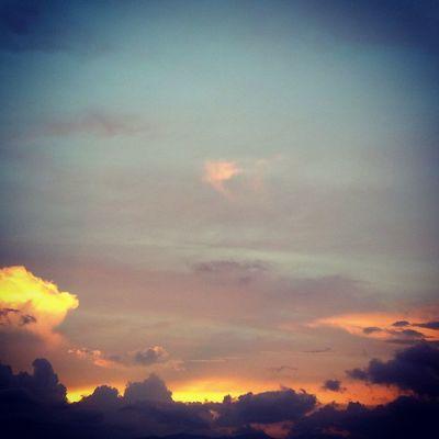 Otro atardeceratardecer Sunset And Clouds
