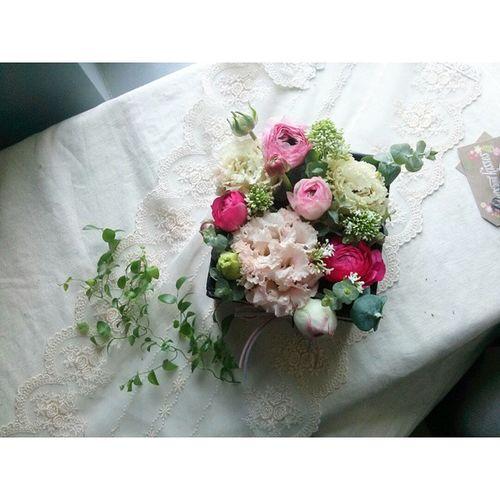 꽃꽂이 꽃스타그램 듀셀브리앙 Duselbrillant 라넌큘러스 유칼립투스미니 플라워박스 만들기. 내일 할머니선물로 고고 🚗