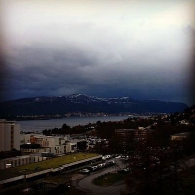 The storm is coming. Ignorway Ilovenorway Ilovenorway_m øreogromsdal Sunnm øre droidedit mountain ic_landscapes ic_water bestofnorway utpåtur