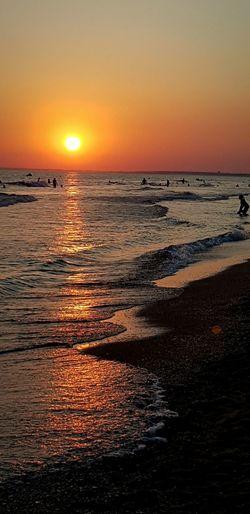 Un atardecer te da la oportunidad de reflexionar y ser mejor persona al amanecer .-Coleccionando atardeceres-. #beach #sunset #sun #Playa #atardecer #Sol #andalucía #costadelaluz #Momentos #mar #sea #vida #energia