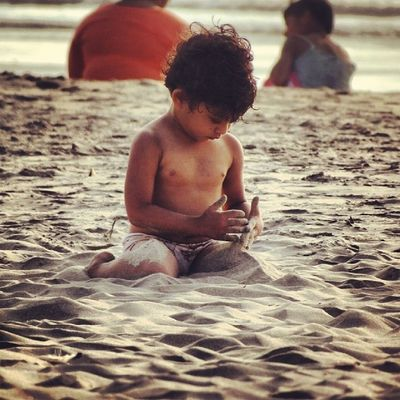 Childhood is Awesome !! Found this pretty kid playing at the Beach :)