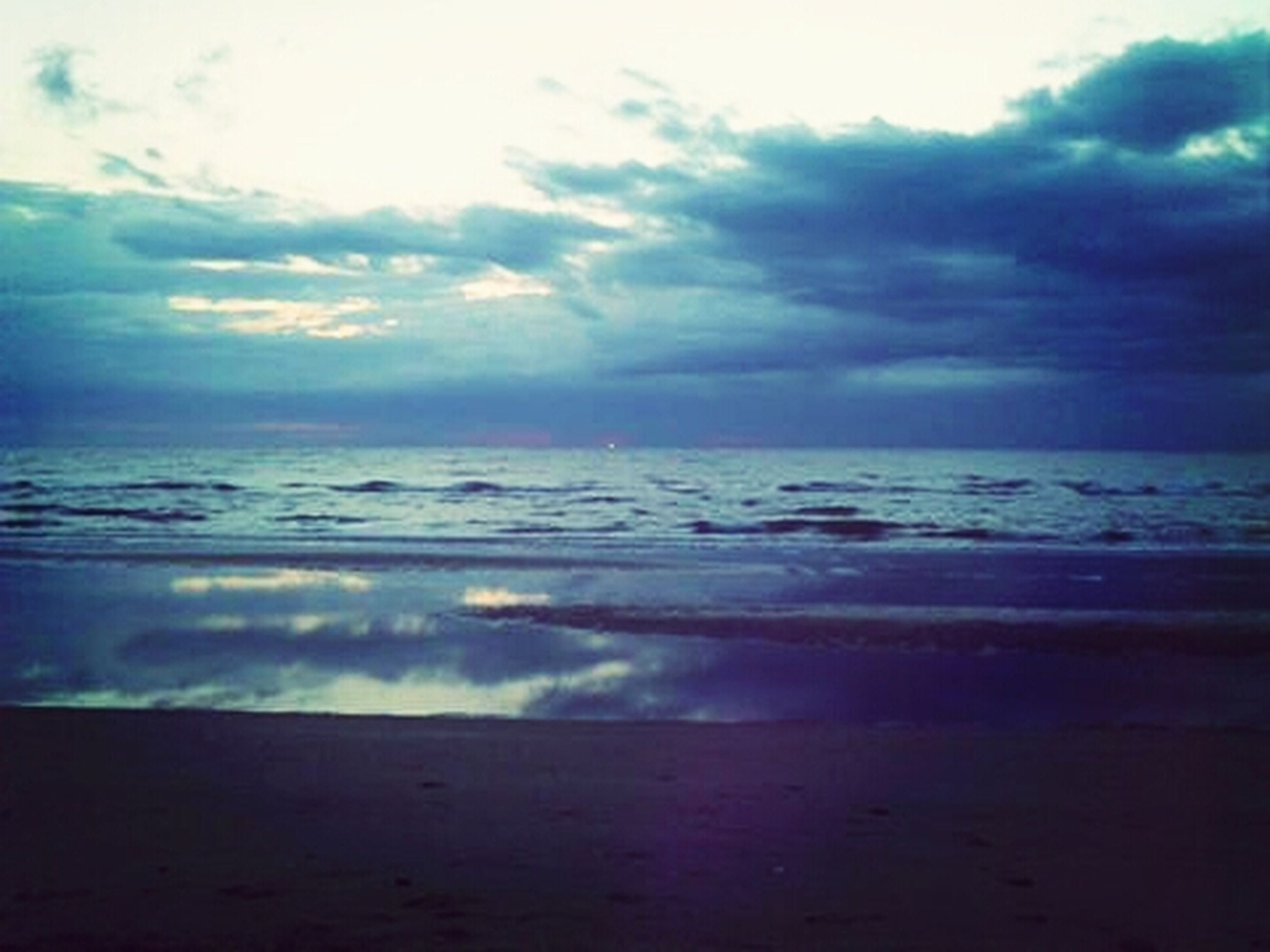 sea, horizon over water, sky, beach, tranquil scene, scenics, water, tranquility, beauty in nature, cloud - sky, shore, cloudy, nature, idyllic, cloud, sand, sunset, wave, dusk, weather