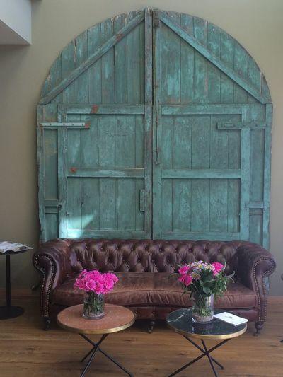 Door Eingang Flower Head Indoors  Old Buildings Pforte Pink Color Tor