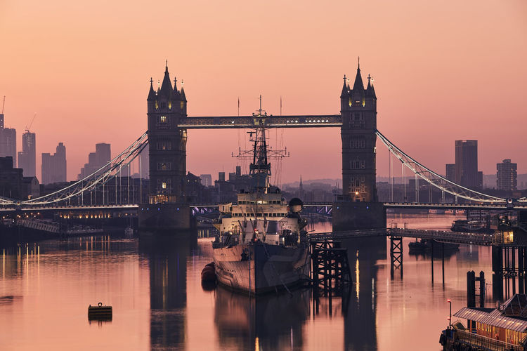 View of tower bridge against skyscrapers. urban skyline of london at morning light, united kingdom.