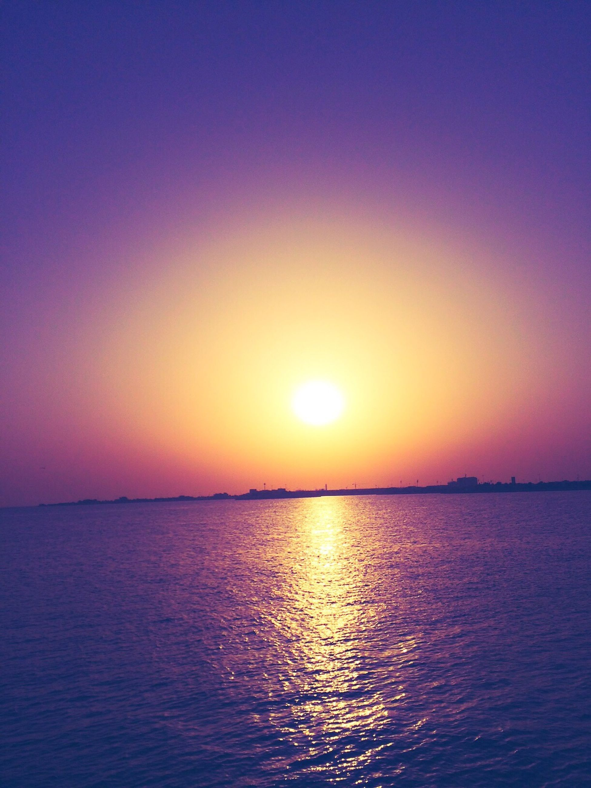water, sunset, waterfront, sun, sea, tranquil scene, scenics, tranquility, beauty in nature, reflection, horizon over water, rippled, idyllic, orange color, copy space, nature, clear sky, sky, sunlight, blue